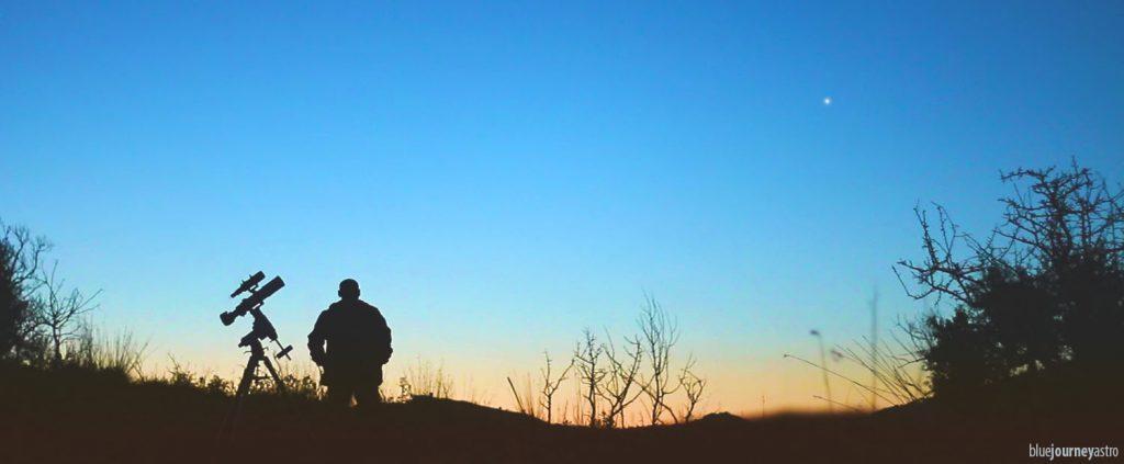 L'autore all'alba, non contento dell'intera nottata passata a scattare astrofotografie, spende gli ennesimi 5 minuti di tempo per ritrarsi in compagnia di una nascente Venere.